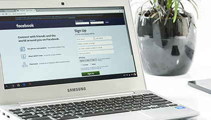 facebook-login-office-laptop-business-162622