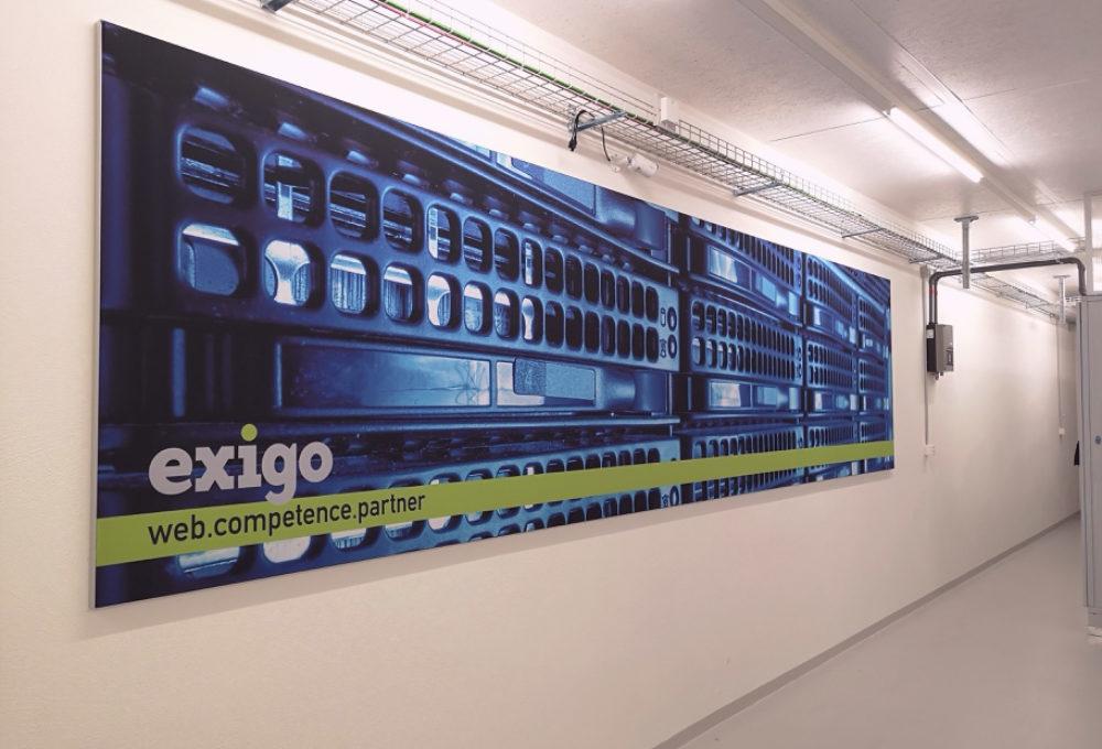 Exigo, Gebäudebeschriftung